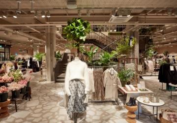 O vestido acetinado de 39,99€ da H&M que vai querer usar para um casamento