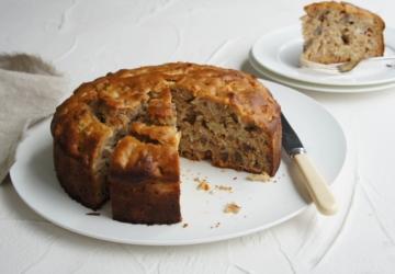 Só precisa de 10 minutos para preparar este bolo saudável de maçã