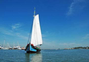 O Varino Amoroso celebra 100 anos — e pode dar um passeio a bordo na Baía do Seixal