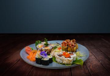 Os dois amigos que lançaram um projeto de entregas ao domicílio de sushi em Corroios